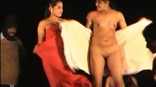 नग्न स्टेज डांस इंडियन