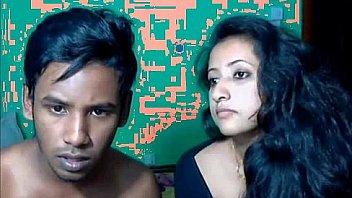 एक वेब कैमरा के सामने भारतीय युगल सेक्स