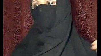अरब मुस्लिम लड़की कैम पर चमकती