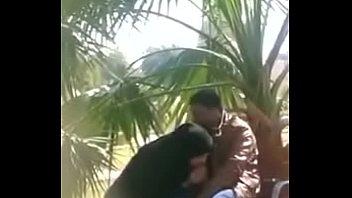 मुस्लिम लड़की चूसने मुर्गा आउटडोर
